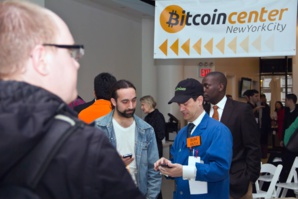 Au Bitcoin Center à New York, les fidèles gardent espoir en la cryptomonnaie