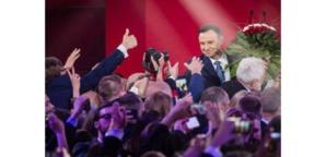 Les conservateurs polonais multiplient les promesses électorales