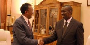 Le nouveau PM (Olivier Mahafaly, à droite)nommé par le chef de l'Etat après l'injonction de la Cour constitutionnelle