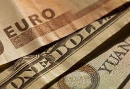 L'euro, en hausse face au dollar, se remet d'une chute prolongée