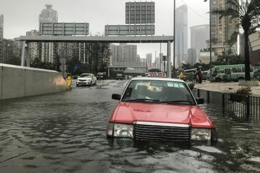 Le typhon Mangkhut a atteint la Chine continentale après avoir semé le chaos à Hong Kong
