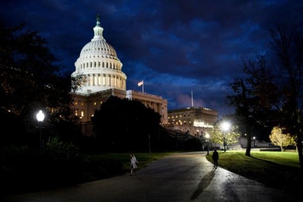 Les démocrates reprennent la Chambre, mais Trump satisfait de garder le Sénat