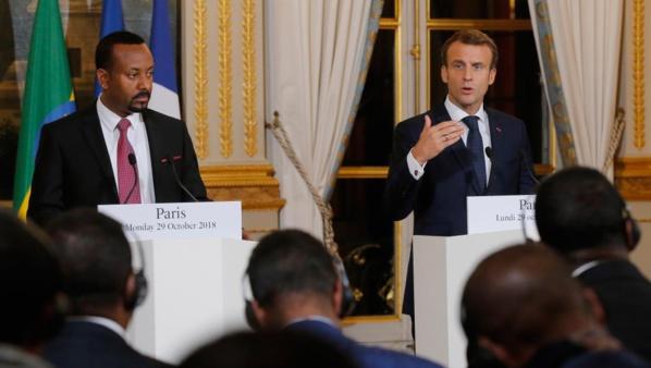 """Macron signe un accord """"inédit"""" de défense avec l'Ethiopie"""