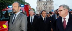 """Notre-Dame: Macron va sur place, partage l'""""émotion de toute une nation"""""""