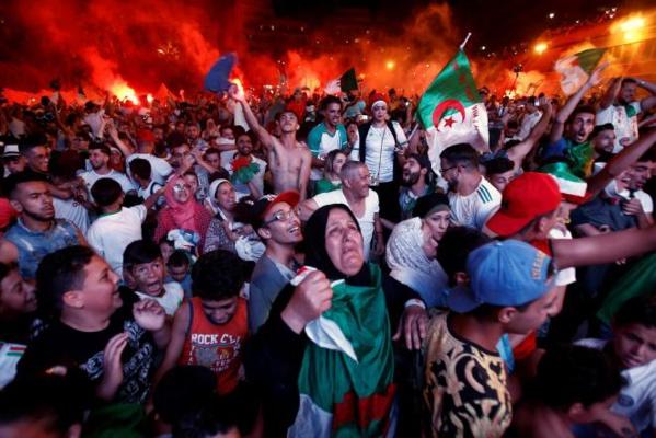 En Algérie: «On va gagner cette CAN, et ensuite notre liberté!»