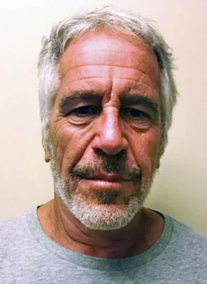 Indignation et théories du complot après la mort en prison de Jeffrey Epstein