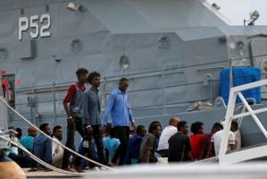 Une partie des migrants recueillis par l'Ocean Viking débarquent à Malte
