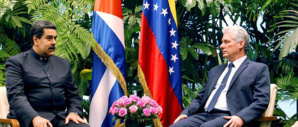 Les présidents cubain (à droite) et vénézuélien