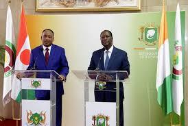 «N'ayons pas peur de nous endetter», chantonnent à l'unisson Ouattara et Issoufou à Dakar