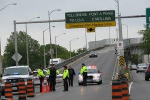 La fermeture de la frontière Canada/Etats-Unis attendue dans la nuit de vendredi