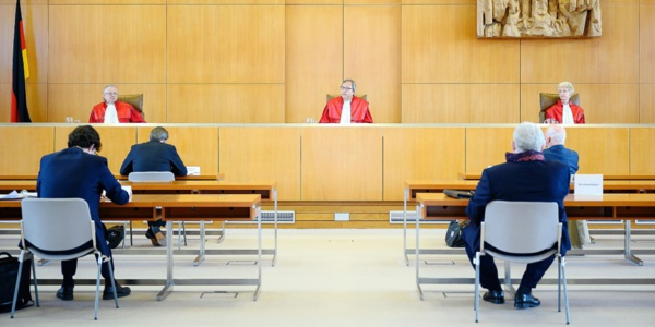 BCE: Bruxelles évoque la menace de poursuite en justice contre l'Allemagne