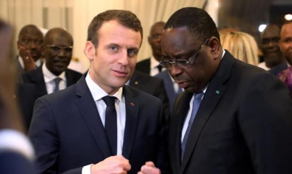 Les Présidents Macron et Sall lors d'une rencontre à Dakar