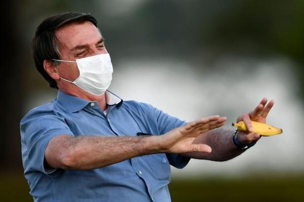 Bolsonaro annonce qu'il est désormais négatif au Covid-19