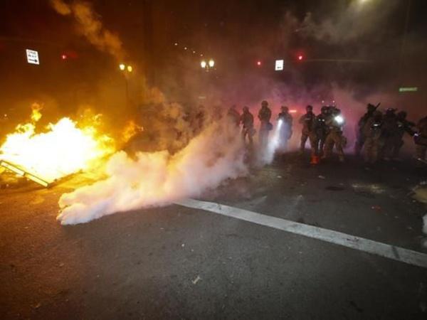 États-Unis : une nouvelle nuit d'affrontements entre manifestants et policiers