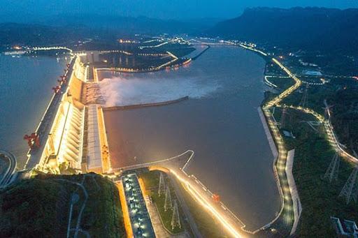 Le barrage des Trois Gorges assure la sécurité sur le fleuve Yangtsé (Le Quotidien du Peuple)