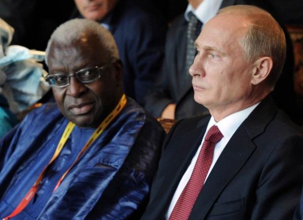 Lamine Diack aux côtés de Vladimir Poutine