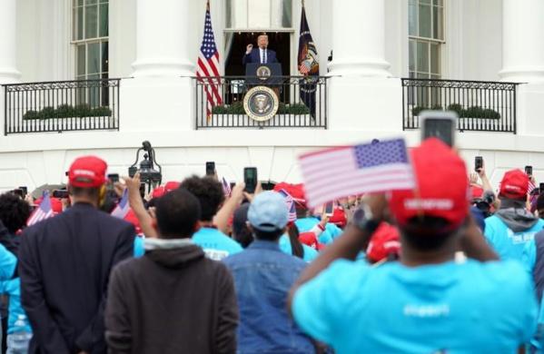 Trump retrouve la foule à la Maison-Blanche