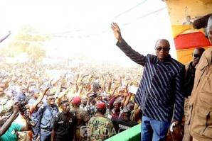 Présidentielle en Guinée : Alpha Condé lance sa campagne électorale par un appel à la paix et à la cohésion sociale