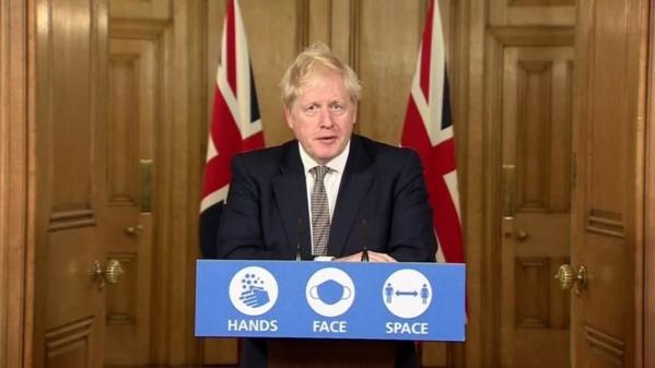 Submergée par le virus, l'Angleterre se reconfine