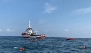 Crise migratoire : l'Open Arms transborde 255 migrants en Sicile, ainsi que cinq corps
