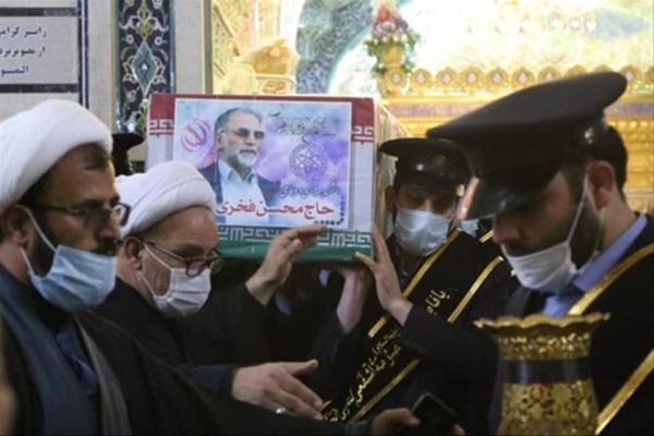 L'Iran rend hommage au scientifique Fakhrizadeh et prépare sa riposte