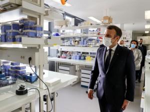 """Coronavirus: Macron """"très prudent"""" sur le vaccin Pfizer-BioNtech"""
