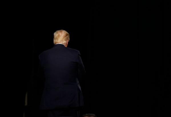 Donald Trump nie vouloir instaurer la loi martiale pour renverser l'élection