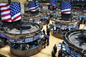 Wall Street balaie les troubles politiques et envisage un rebond économique