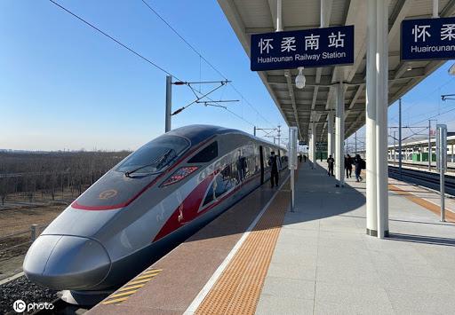 Le train à grande vitesse relie Beijing et Xiong'an en 50 minutes