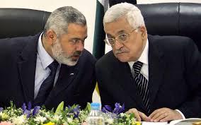 Le chef du Hamas, Ismaïl Haniyeh (g) et Mahmoud Abass, président de l'Autorité palestinienne