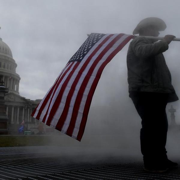 Etats-Unis: Alerte face au risque de violences extrémistes