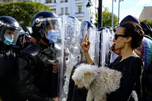 Des centaines de manifestants dans les rues de Tunis contre « l'État policier »
