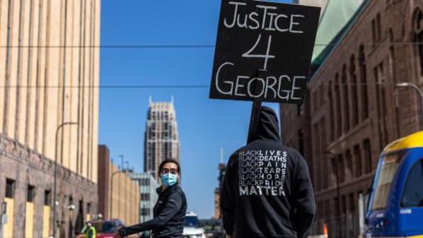 La mort de George Floyd due «à un faible niveau d'oxygène»
