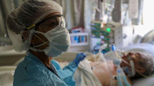 Bilan américain de la COVID-19 : Le nombre de morts sans « aucun doute » sous-évalué, selon le Dr Fauci