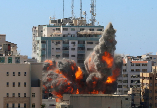 Bureaux d'Al-Jazeera et AP bombardés : Un «crime de guerre» et une tentative de «faire taire les médias»
