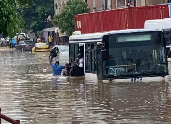 Sénégal : 83 milliards FCFA de la Banque mondiale pour protéger 120 000 personnes contre les risques d'inondation à Dakar (communiqué)