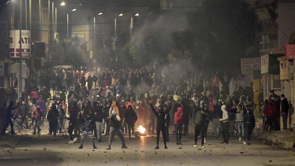 Troubles et manifestation contre les violences policières à Tunis