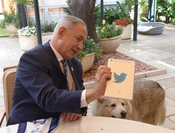 Israël: Netanyahu quitte sa résidence après avoir été écarté du pouvoir
