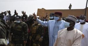 Terrorisme au Niger: le président Bazoum à Tillabéry avec les personnes revenues au village