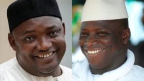 L'actuel président Adama Barrow (g) et son prédécesseur Yahya Jammeh.