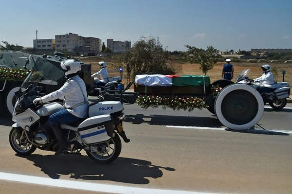 Adieux sur un affût de canon : l'Algérie inhume son ancien président Abdelaziz Bouteflika