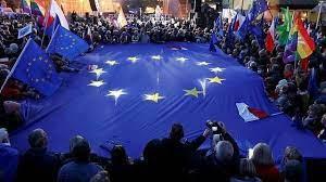 Après le Brexit, le «Polexit»? Des dizaines de milliers de Polonais pro-UE dans la rue