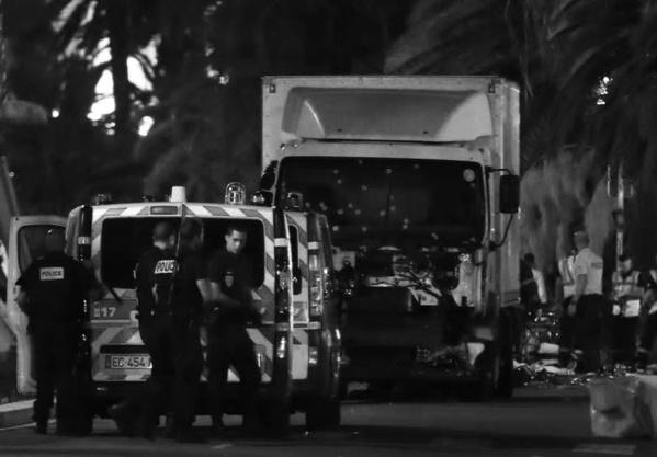 NICE : Un camion fou fonce sur la foule. «Entre 60 et 70 morts.»