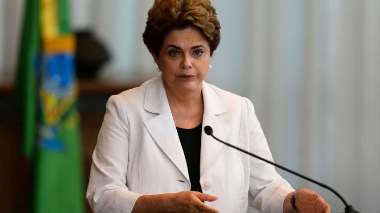 Dilma Rousseff se défend (seule) devant le Sénat au Brésil