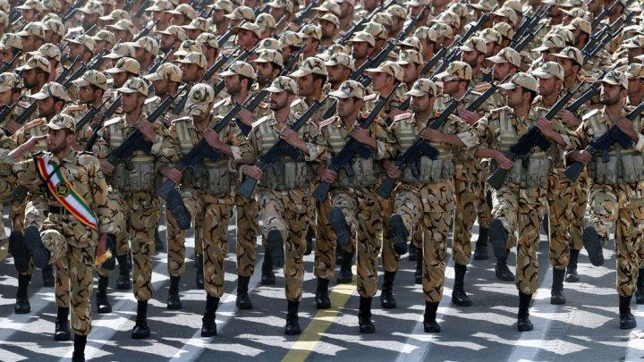 L'Iran affiche ses forces lors de parades militaires