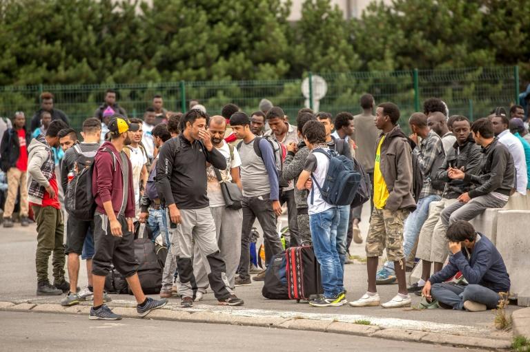 Indignation après des tirs sur un centre de migrants