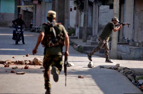 Dix-neuf morts depuis vendredi au Cachemire