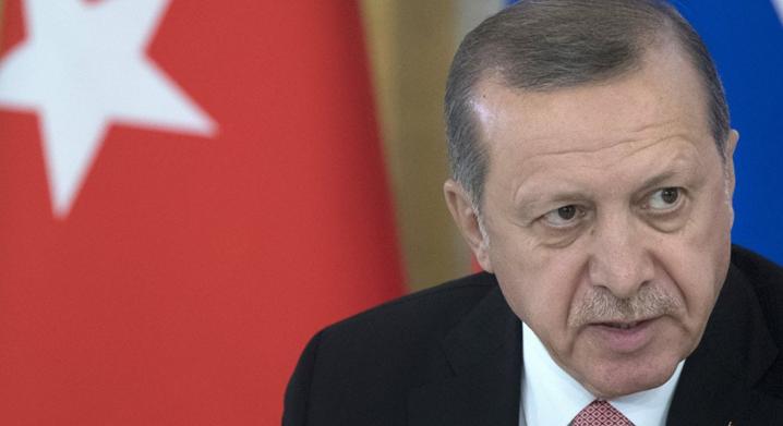TURQUIE-UE : Erdogan envisage un référendum et attaque Martin Shultz