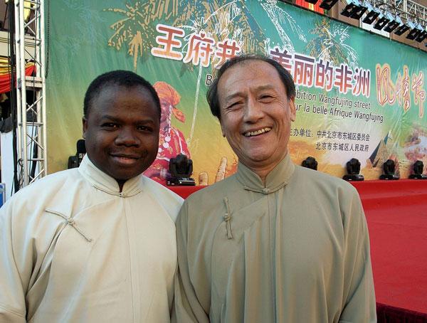 FRANCIS TCHIEGUE : Docteur en mathématiques, star africaine en Chine