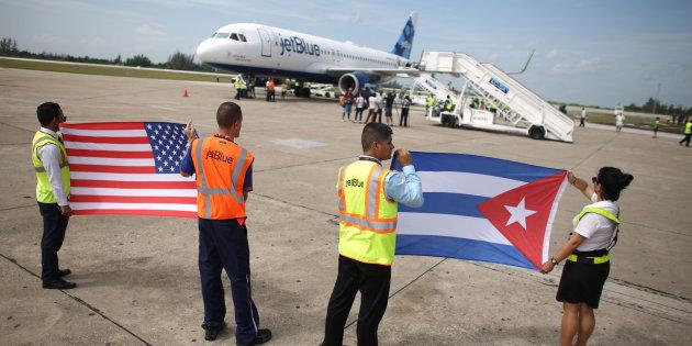 TROIS JOURS APRES LA MORT DE CASTRO : Les premiers vols entre les Etats-Unis et La Havane ont décollé
